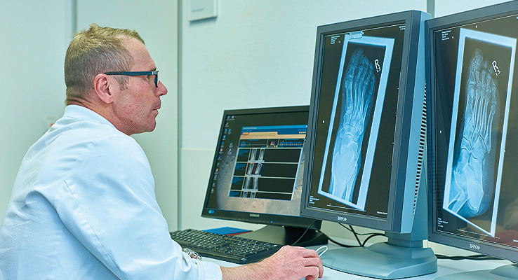 Dr. Gerhard Finkenzeller - Begutachtung Röntgenbild