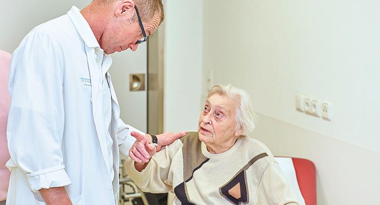 Dr. Gerhard Finkenzeller - Patientengespräch